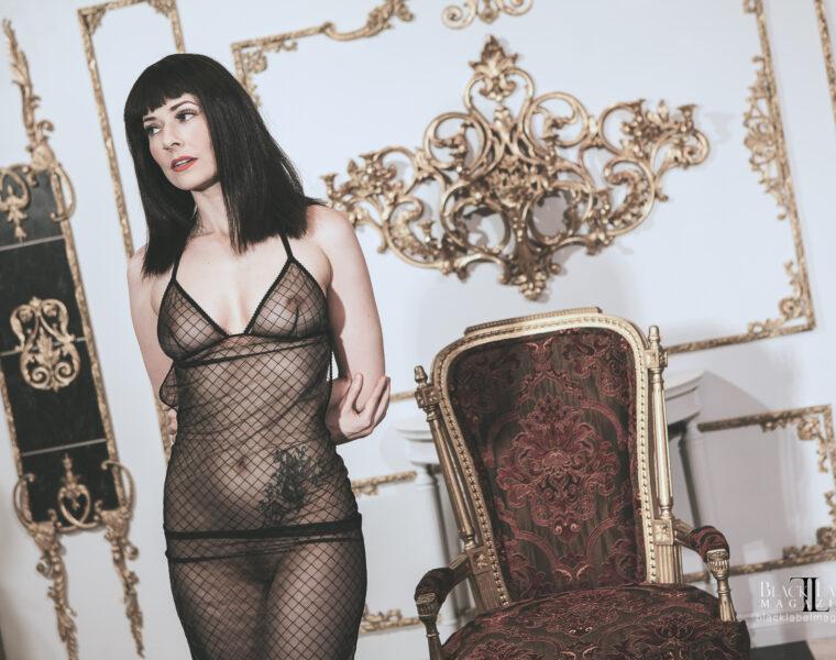 Una Solitaire naked, portland exotic dancers, black label magazine, black label beauties, nude art, nude art magazine, nude video